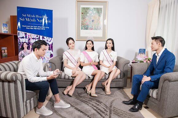 top 3 hoa hậu và giám đốc andrew của westcoast thảo luận về chương trình sứ mệnh nụ cười