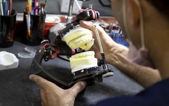 Nha khoa Westcoast: Trồng răng Implant với phòng labo chuyên biệt